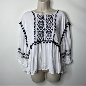 Castro white and black embroidery blouse S 6 C6